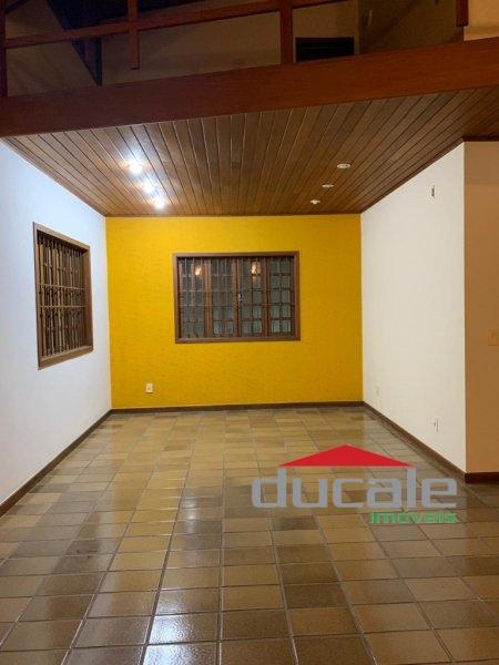 Casa Duplex com sol da manhã, quintal em Jardim Camburi, Vitória - CA1525