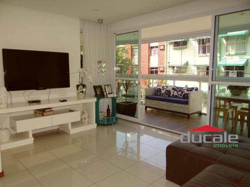 Ótimo apartamento com elevador e lazer na Mata da Praia - AP1622