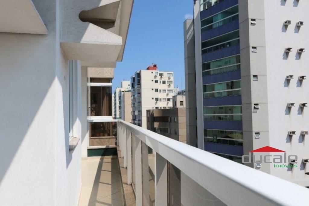 Vende Apartamento c/ elevador quadra do mar em Jardim Camburi - AP2074